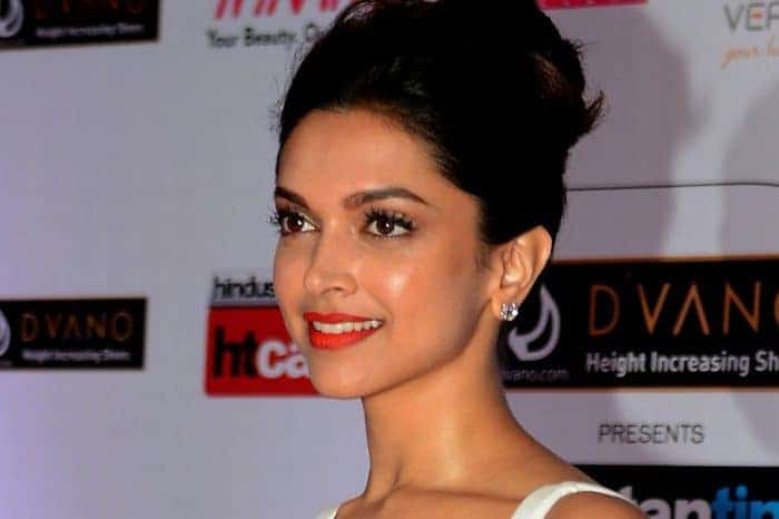 10 Popular Bollywood Celebrities Birthdays in January ...