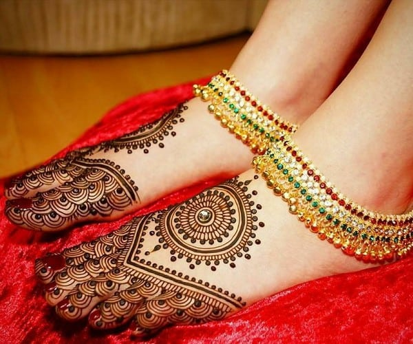 exclusive-bridal-feet-arabic-mehndi-designs-gallery