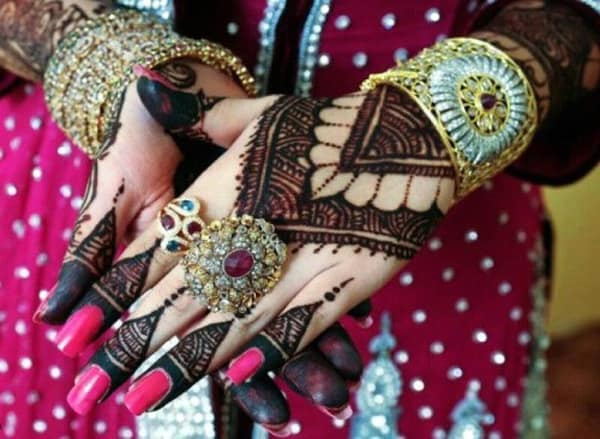Fresh Arabic Mehndi Design for Brides