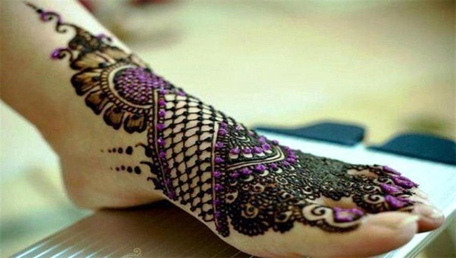 Arabic Simple Mehndi Design Image on Foot 2016