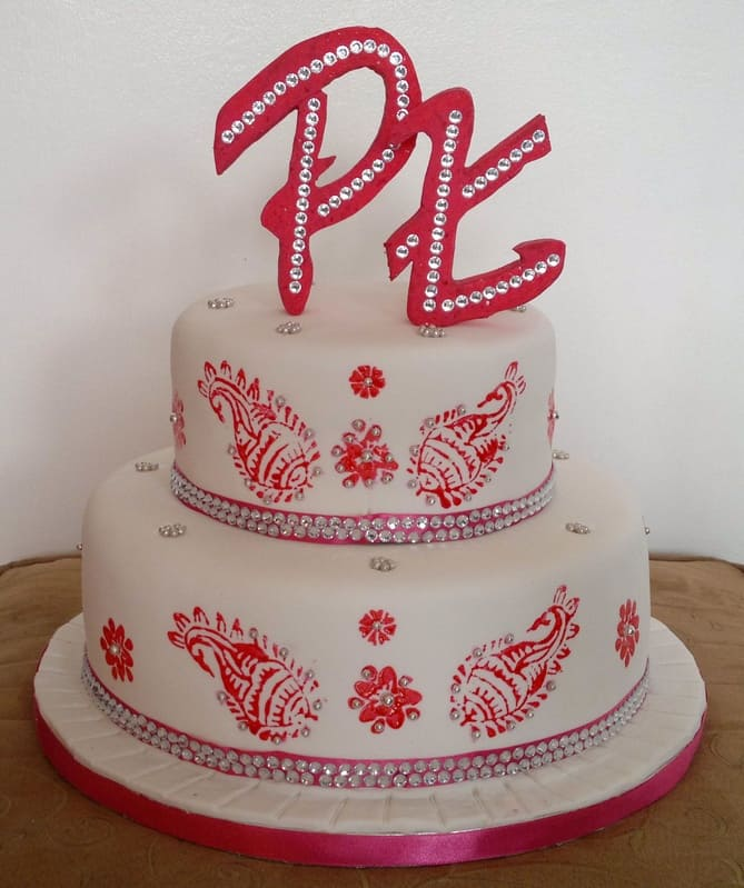 Awesome Mehndi Design on Wedding Cake