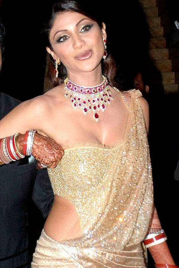 Top Bollywood Actress Adjusting Their Dresses In Public
