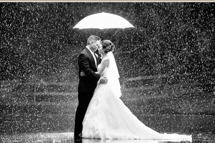 Cool Fine Art Weddings Snapshoot in Rain