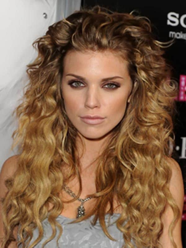 New Winter Curly Hairstyle Designs for 2016