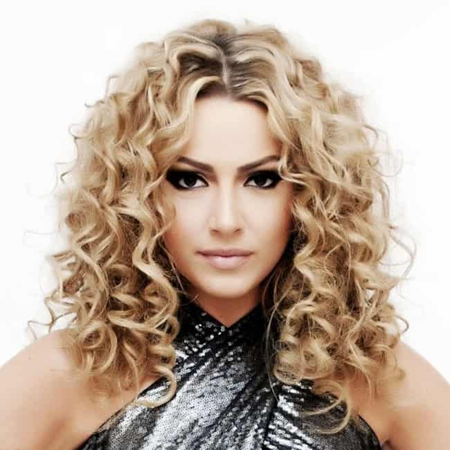 Shoulder Length Loose Curl Hairstyles for Women