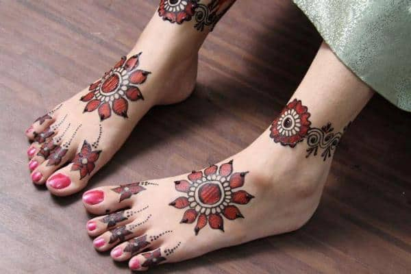 Trendy Feet Mehndi Design Images for Ladies 2016