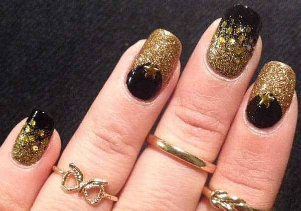 Trendy Nail Art With Golden Color for Christmas
