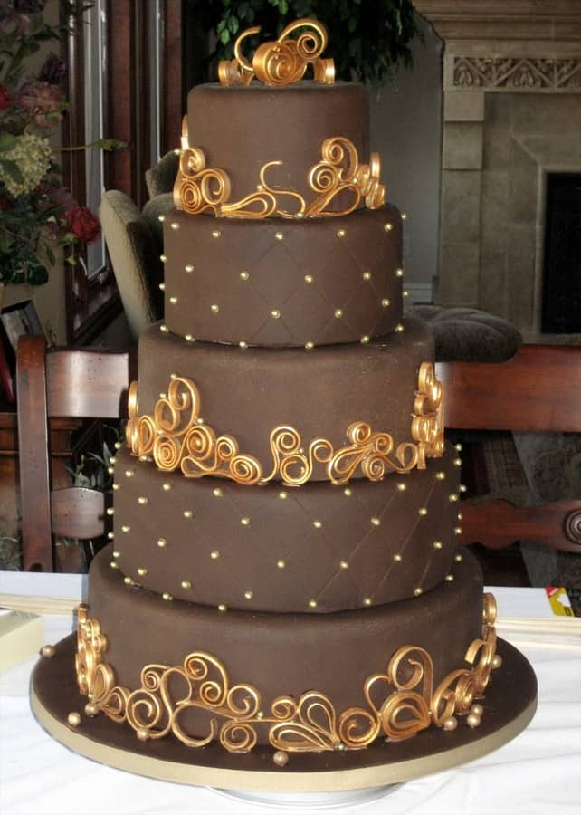 Trendy Wedding Henna Inspired Cakes