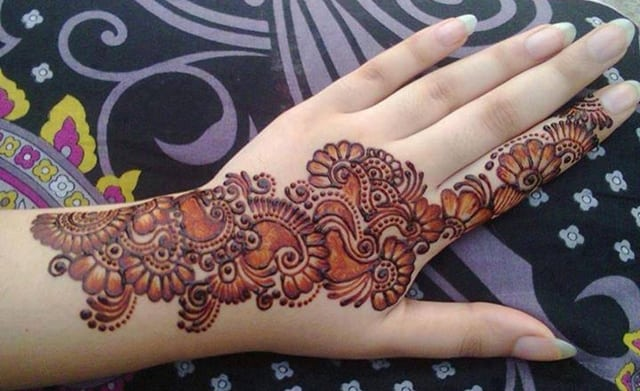 Beautiful Arabic Mehndi Design for Women
