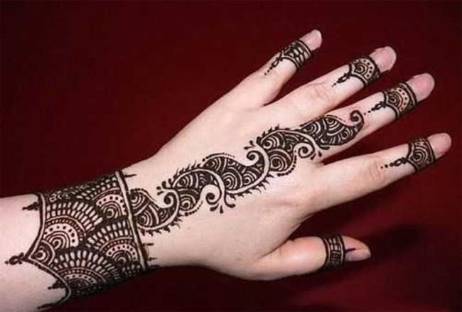 Beautiful Design of Mehndi for Christmas