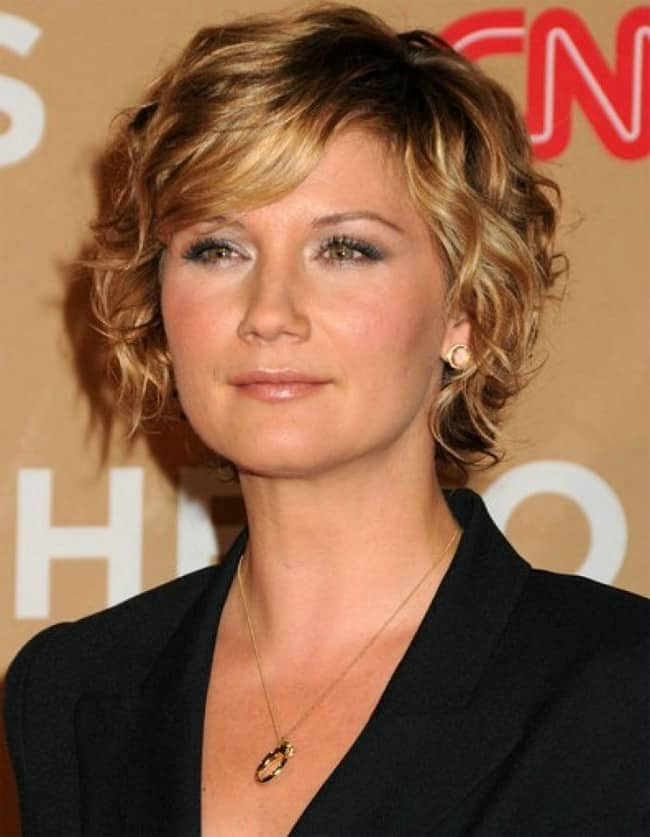 Best Women's Short Curly Hairstyles Over 40