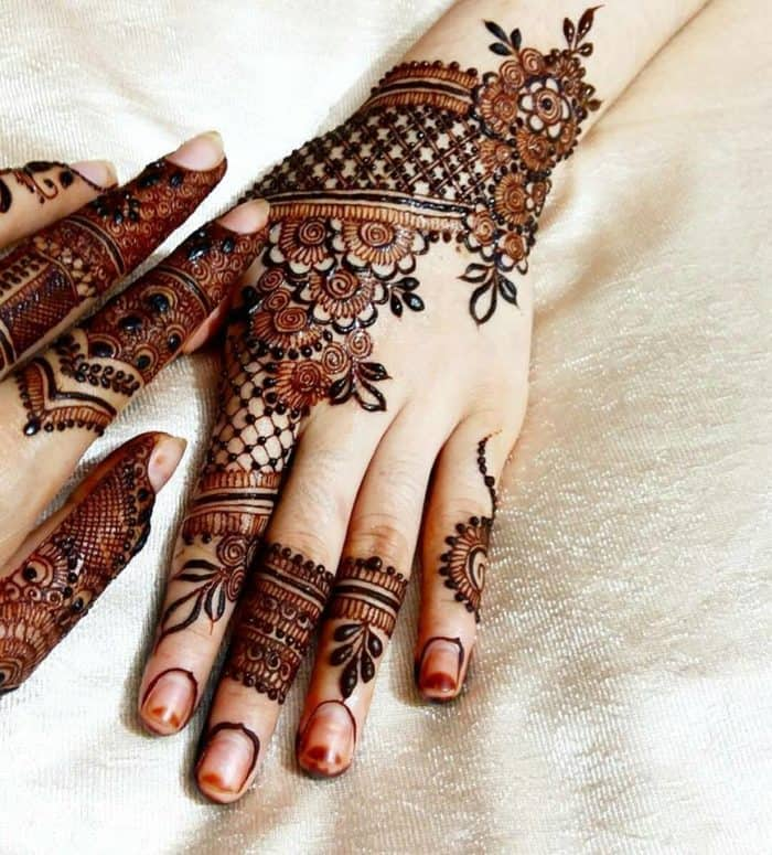 Lovely Henna Designs That Are Easy To Repeat: 17 Cute And Beautiful Mehndi Designs Pictures