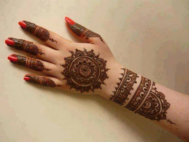 Cool Circle Mehndi Design on Back Hand 2016