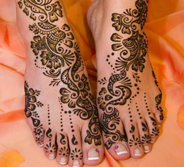 Delicate Mehndi Designs for Feet