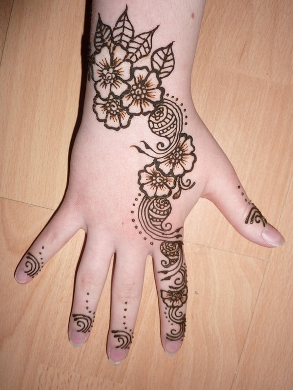 Easy Mehndi Patterns for Children 2016