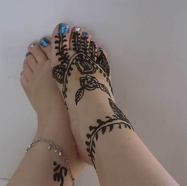 Girls Simple Henna Designs for Feet