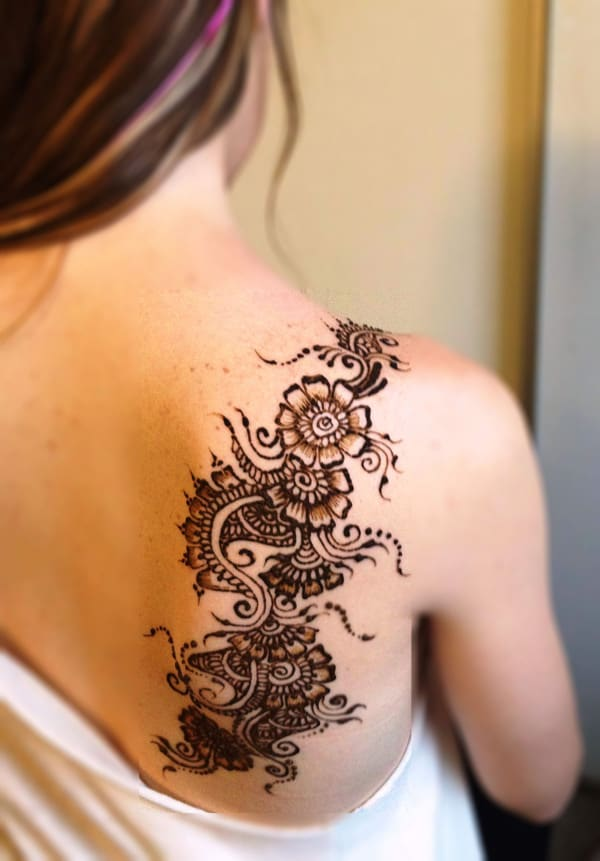 Henna Tattoos Designs on Back Shoulder