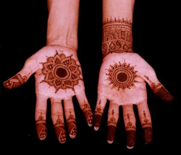 Latest Circle Henna Design for Women