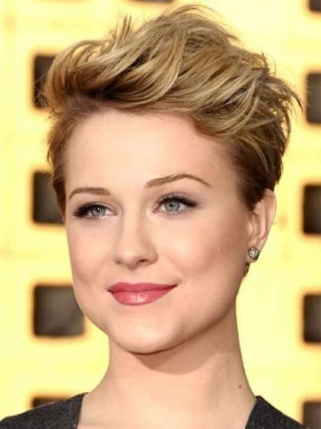 Short Hairstyle for Women With Round Face