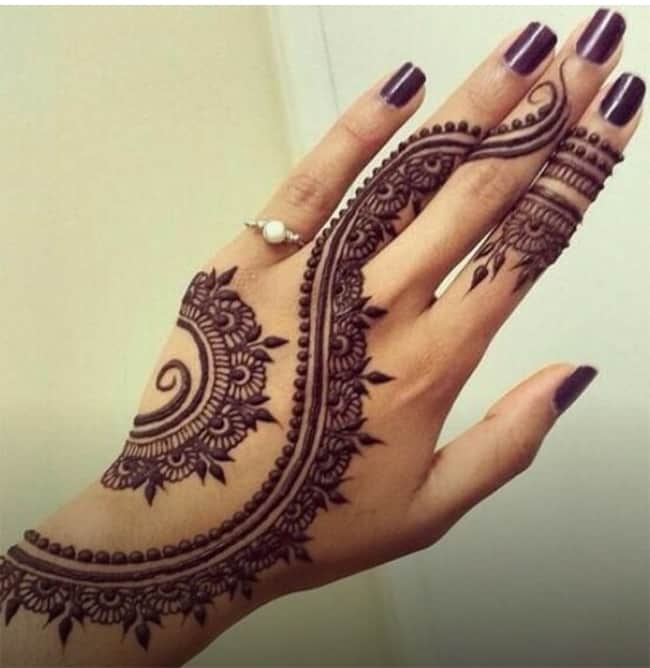 Simple Henna Patterns on Back Hand