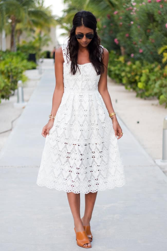 Long white lace skirt outfit ideas