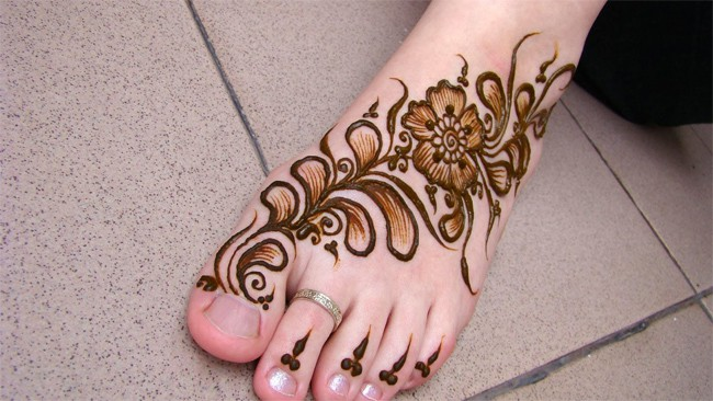 Stylish Arabic Mehndi for Feet Designs