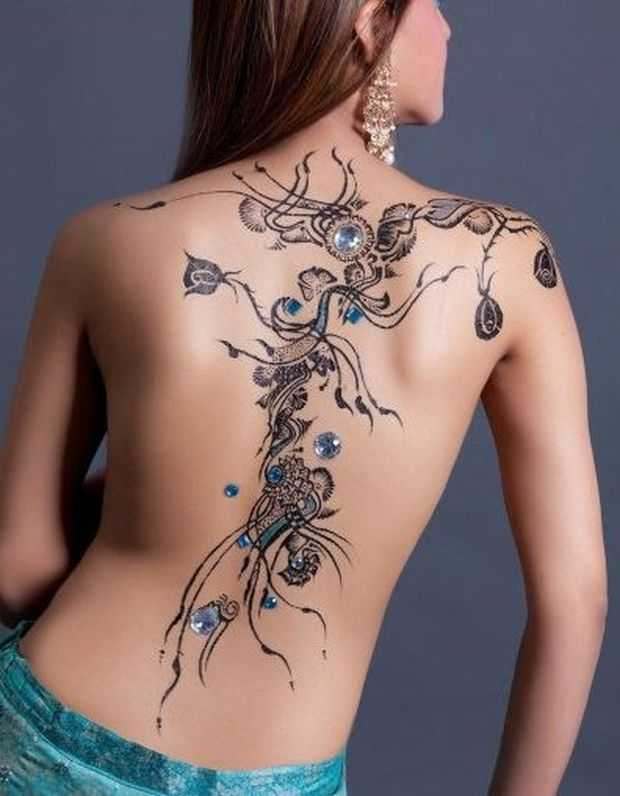 Women Henna Pattern Designs on Full Back