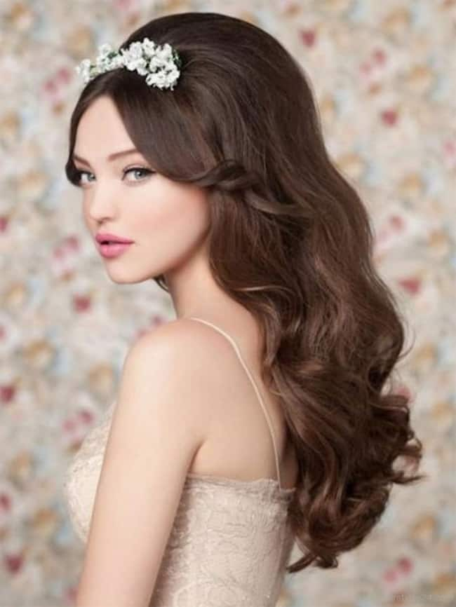 Awesome Wavy Wedding Hairstyles for Brides