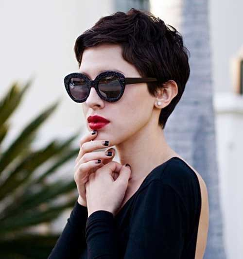 Best Pixie Black Hairstyle With Sunglasses