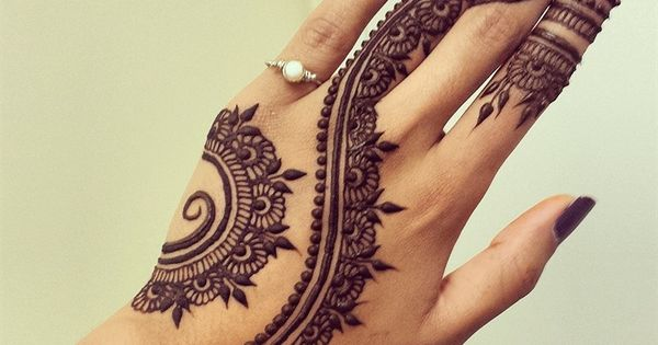 Cool Back Hand Henna Art for Girls