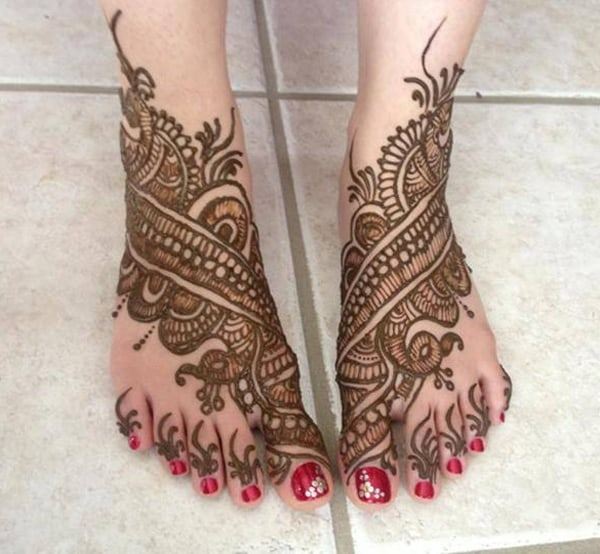Elegant Wedding Henna Designs for Feet