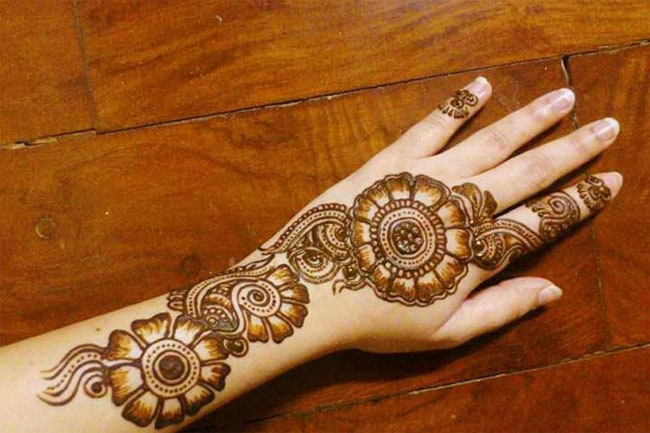 New Women Mehndi Design of Rangoli