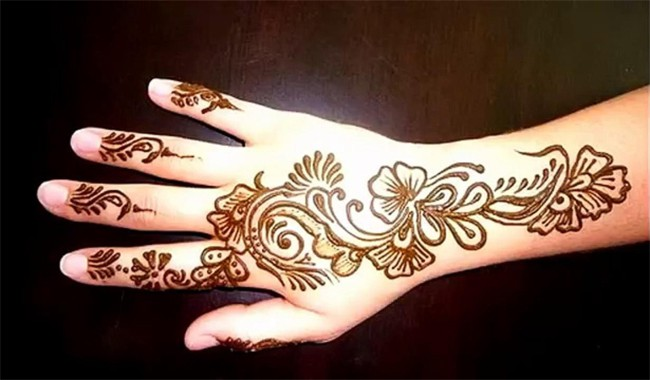 Simple Henna Designs for Indian Women