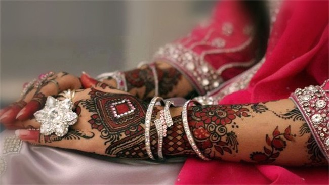 Stylish Dulhan Hand Mehndi Designs