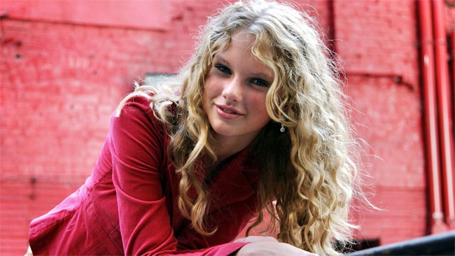 Taylor Swift - Hollywood Wallpapers