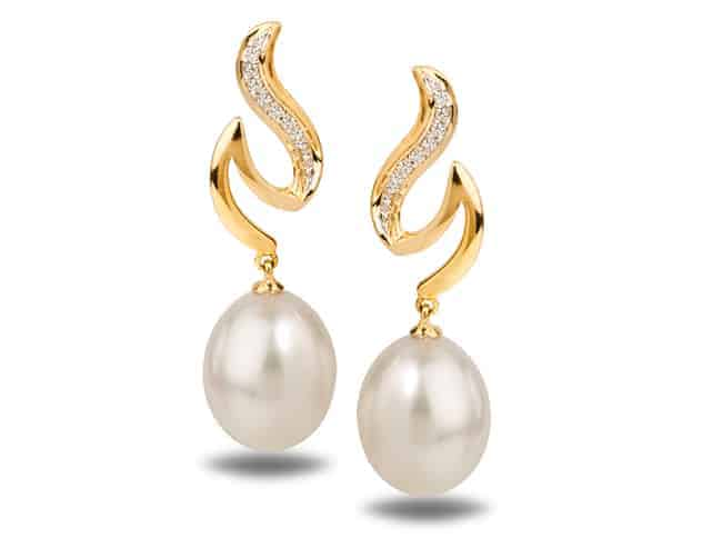 White Freshwater Dione Pearl Earring