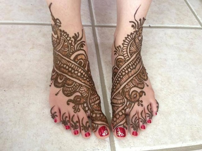 Classical Feet Henna Designs for Engagement