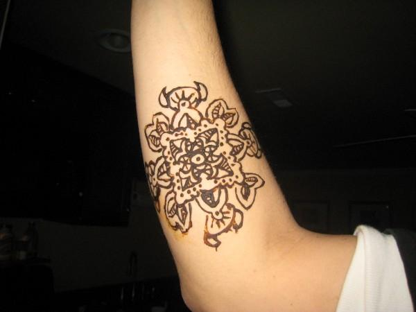 Cool Armband Mehndi Designs for Girls