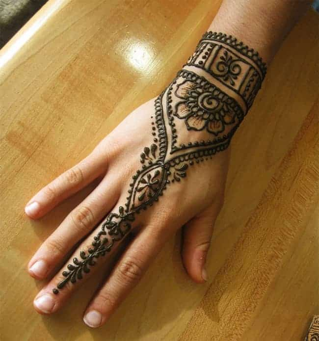 Cool Engagement Mehndi Designs for Brides