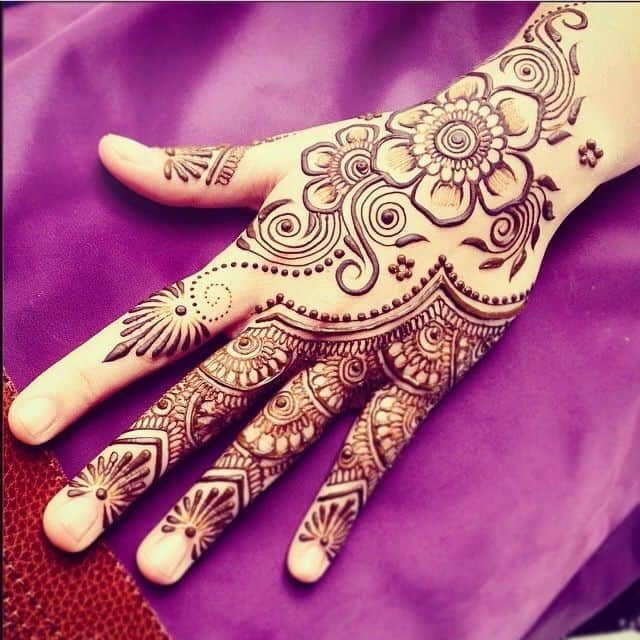 Simple Engagement Henna Art for Parties 2017