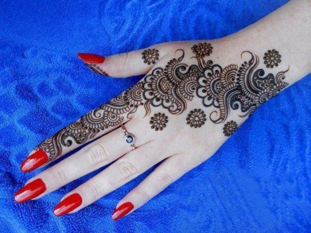 Special Mahndi Designs for Engagement