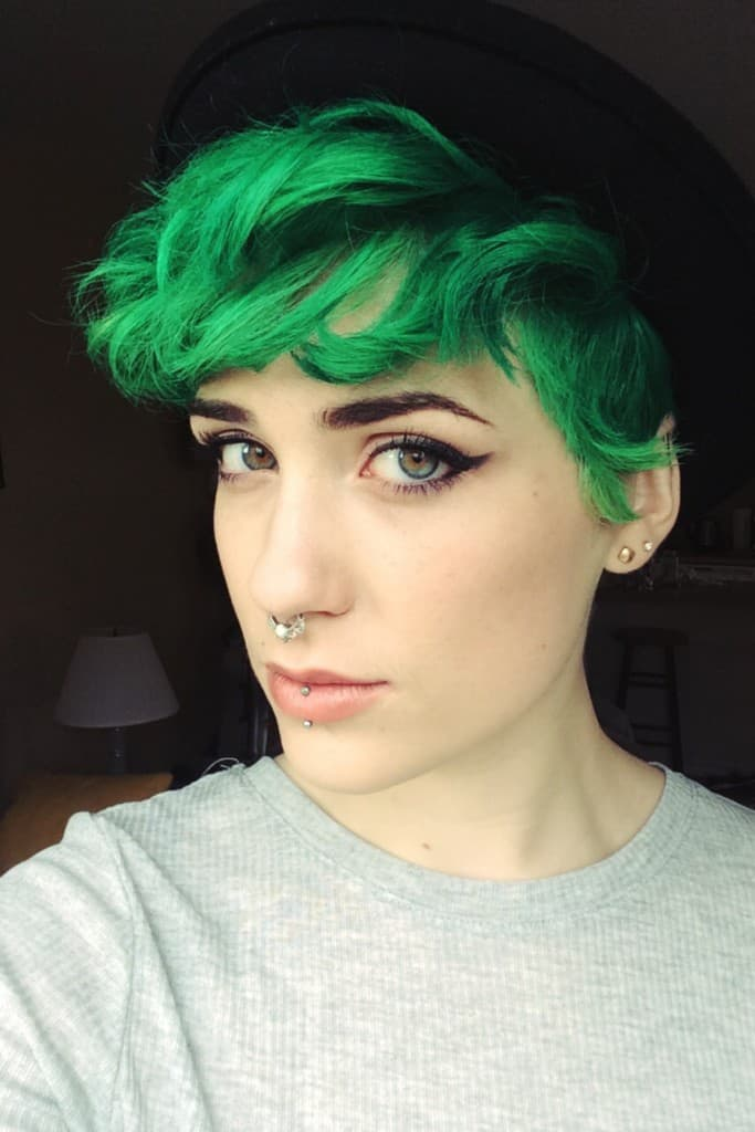 Amazing Short Green Dyed Hairstyle Designs