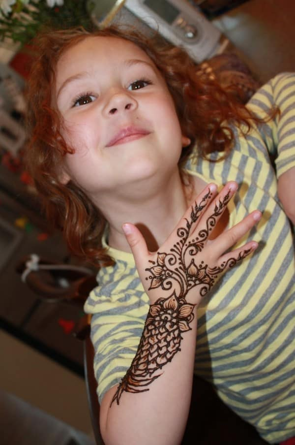 Beautiful Mehndi Art Designs for Kids 2017