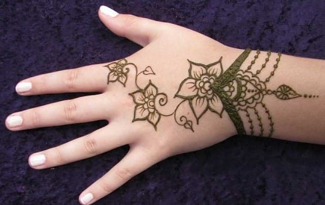Fantastic Kids Henna Designs for Christmas