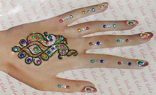 Awesome Glitter Mehndi Art Photos for Women