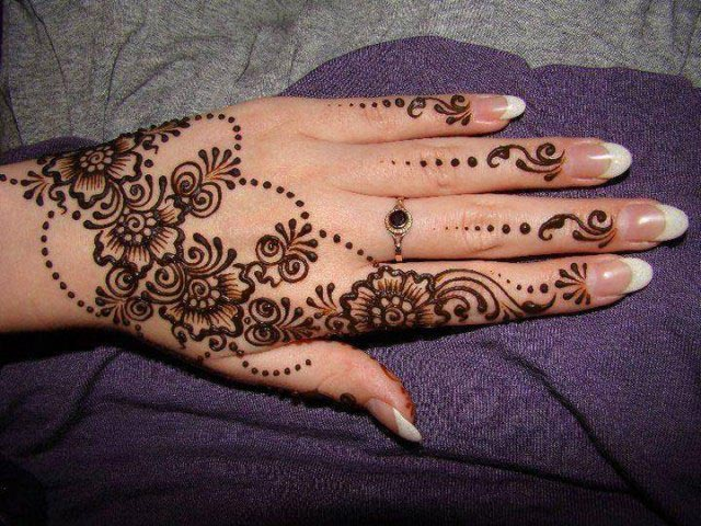 Back Hand Easy Mehndi Design for Eid Ul Azha