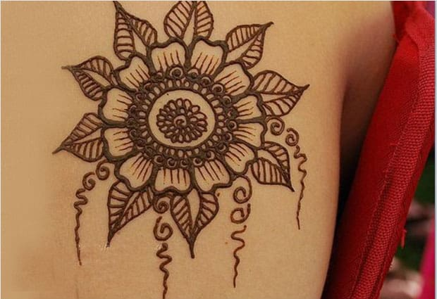 Back Shoulder Circle Mehndi Trend for Girls