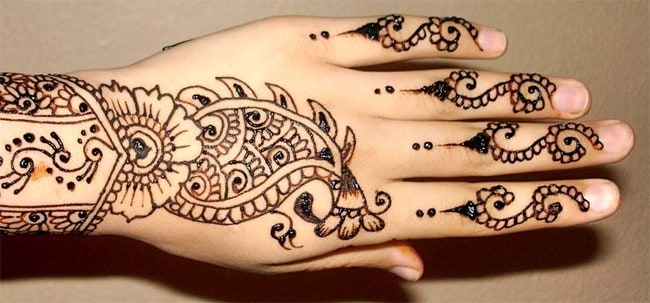 Breathtaking Back Hand Punjabi Henna Art for Girls