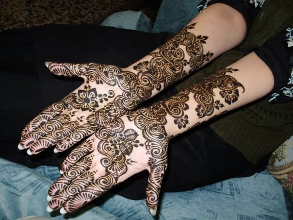 Cool Arabic Bridal Mehndi Design for Hands
