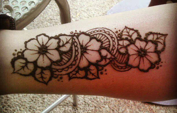 Creative Arm Henna Flower Art for Girls